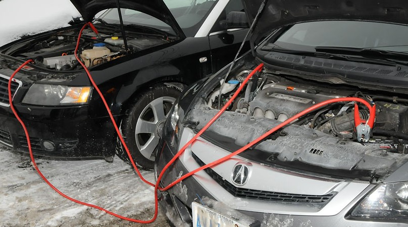 Built In Vehicle Jumper Cables : Guide for using jumper cables to charge a dead car battery